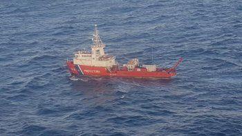 corbeta de la armada hallo un tambor de aceite de 205 litros en la zona de busqueda