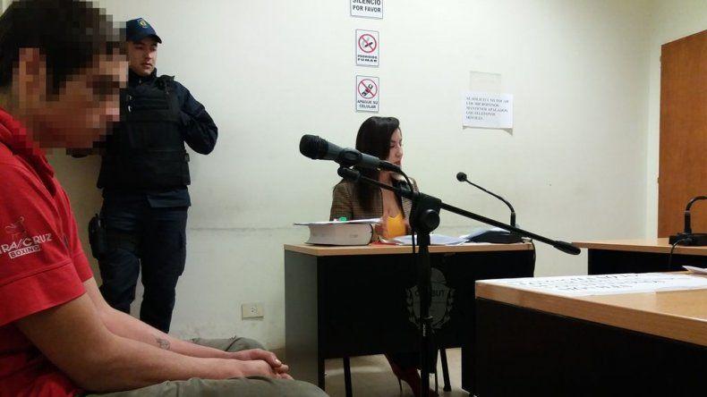 La audiencia en la que el juez determinó la prohibición de acercamiento del victimario a su expareja y al niño.