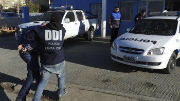 Luego de permanecer durante nueve años prófugo de la justicia de Olavarría, el sujeto acusado de tentativa de homicidio fue atrapado en Caleta Olivia por personal de la DDI.