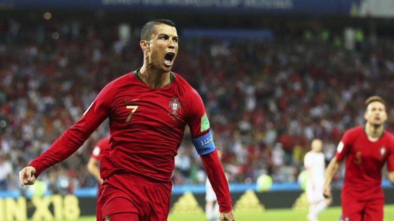 Cristiano Ronaldo se puso su selección al hombro y sumó un nuevo récord al convertir en cuatro mundiales consecutivos.