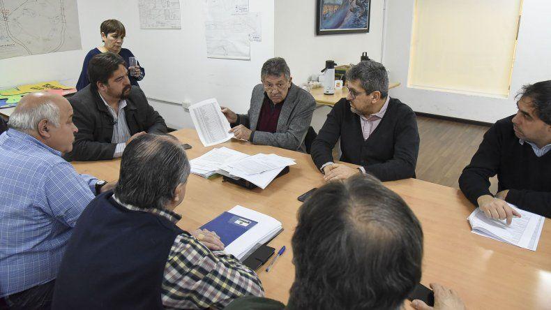 El encuentro que los concejales mantuvieron ayer con miembros del Tribunal de Cuentas.
