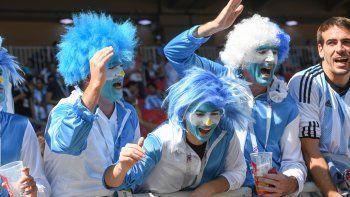 miles de hinchas argentinos coparon el estadio del spartak de moscu