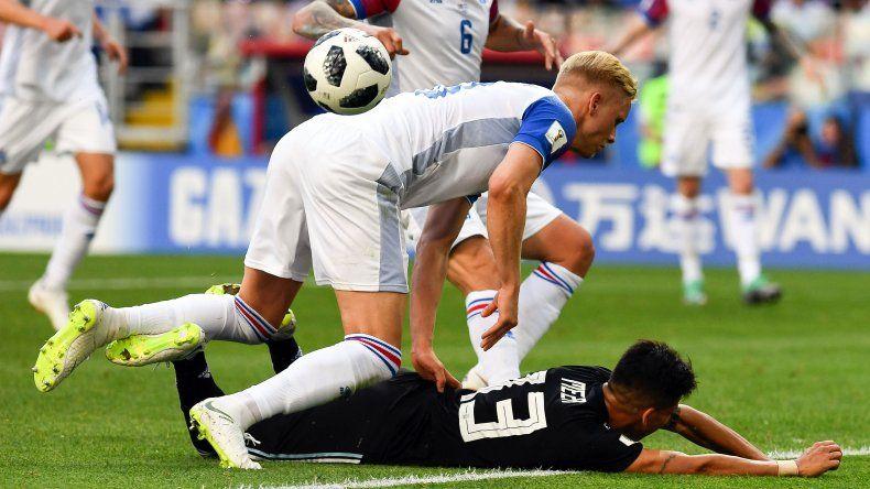 Argentina empató con Islandia