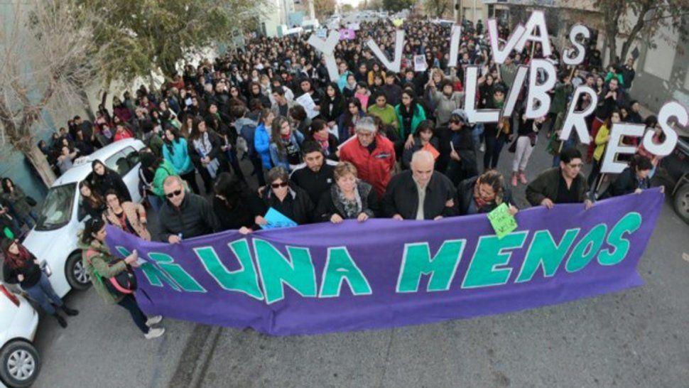 La manifestación que recorrió ayer las calles de Trelew.