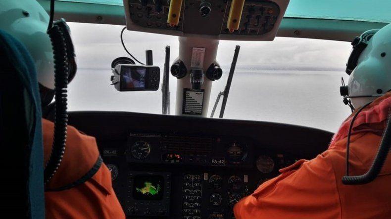 La búsqueda continúa con el trabajo de los buques en altamar y el sobrevuelo de aviones de Prefectura.