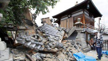 al menos tres muertos y mas de 300 heridos por un terremoto en japon