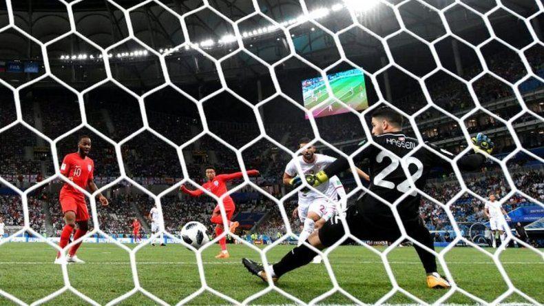 Inglaterra se llevó el triunfo en el último minuto