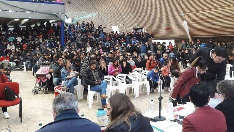 El sorteo de los 300 lotes fiscales adjudicados por el municipio de Pico Truncado contó con la presencia del intendente Omar Fernández y de la senadora nacional María Belén Tapia.