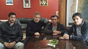 Ariel Garay, Pablo González, Hugo Garay y Martín Chávez durante la reunión que ayer mantuvieron en la sala de presidencia de la Legislatura.