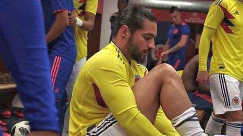 Le roban a Maluma mientras veía la derrota de Colombia