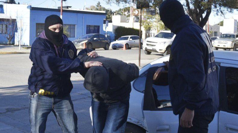Policías de la DDI se ocuparon de la custodia de Matías Reynoso. Otro de los asaltantes permanecía internado en el Hospital Zonal
