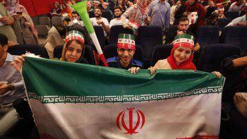 en iran las mujeres vuelven a un estadio