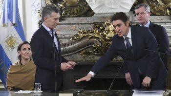 Macri al tomarle ayer juramento a Iguacel.