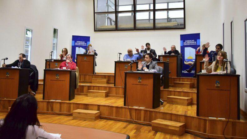 Los concejales aprobaron todo en una sesión express mientras se jugaba el partido de la Selección por el Mundial.