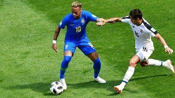 Brasil venció a Costa Rica sobre la hora