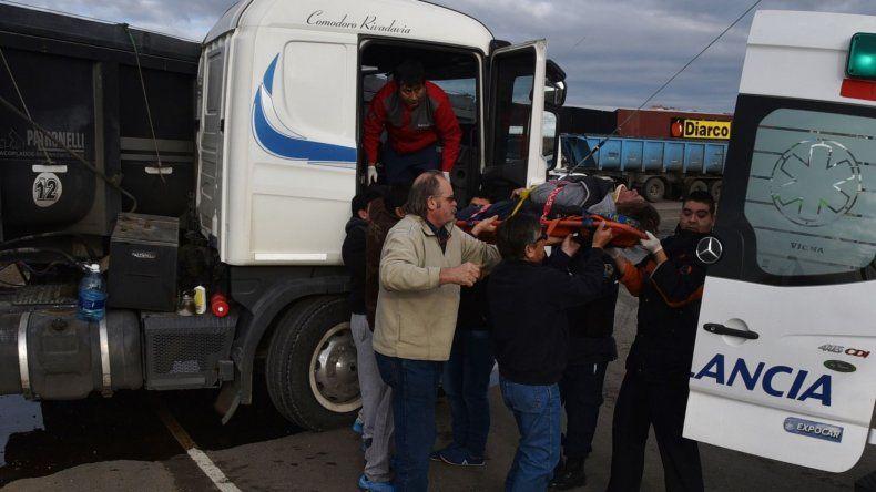El conductor del Scania que se descompensó cuando circulaba por la rotonda del acceso sur de Caleta