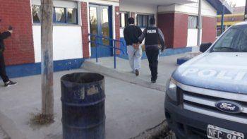 Martín Napal, imputado de intentar matar a su expareja, seguirá detenido en la alcaidía de Comodoro Rivadavia tras haber sido detenido en Río Mayo.