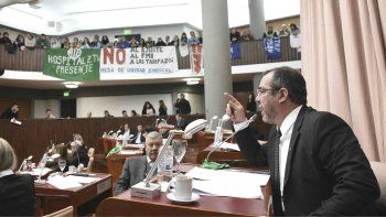 El diputado José Grazzini quiere que por ley en Chubut haya igualdad de género laboral.
