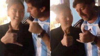 expulsaron al otro hincha argentino que se burlo de una mujer