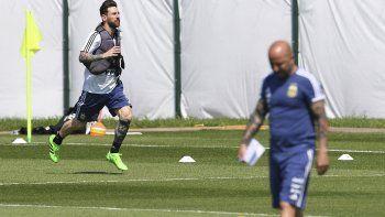El capitán argentino Lionel Messi entrena mientras Sampaoli busca respuestas en el suelo ruso.
