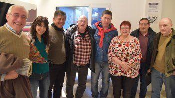 El histórico Luis Changui Cáceres, quien fue uno de los fundadores del Movimiento de Renovación y Cambio, arribó ayer a Caleta Olivia donde compartió un café debate con dirigentes y militantes partidarios de esta ciudad, Pico Truncado y Comodoro Rivadavia, no alineados con el macrismo.