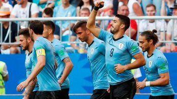 uruguay goleo al anfitrion y quedo primera