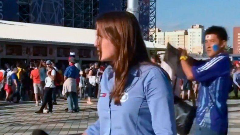 Una periodista fue acosada al aire en el Mundial