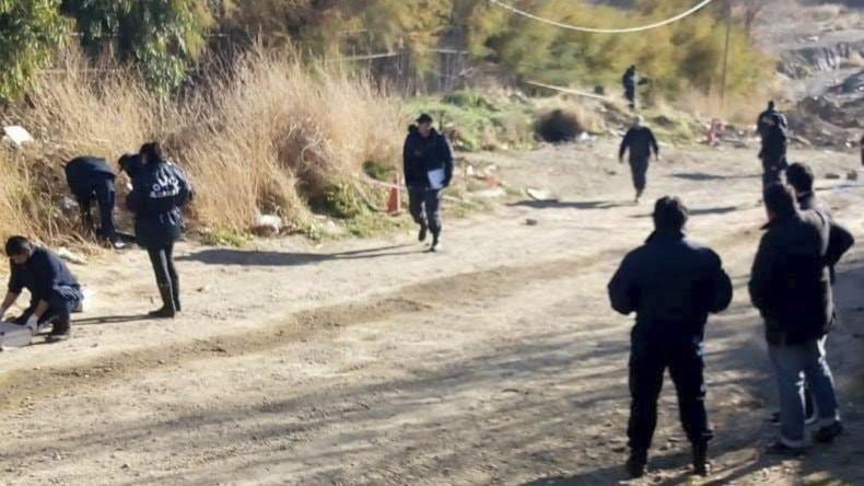 La policía trabaja en la zona donde se produjo el hallazgo del cuerpo.