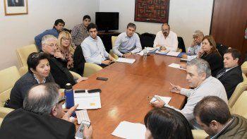 En la reunión los legisladores deslindaron responsabilidades sobre la demora en aprobar el acuerdo.