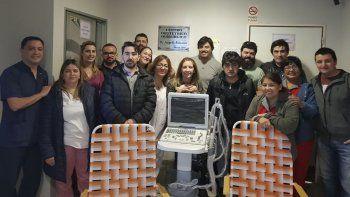 Trabajadores de una empresa petrolera donaron ayer un ecógrafo al Hospital Regional.
