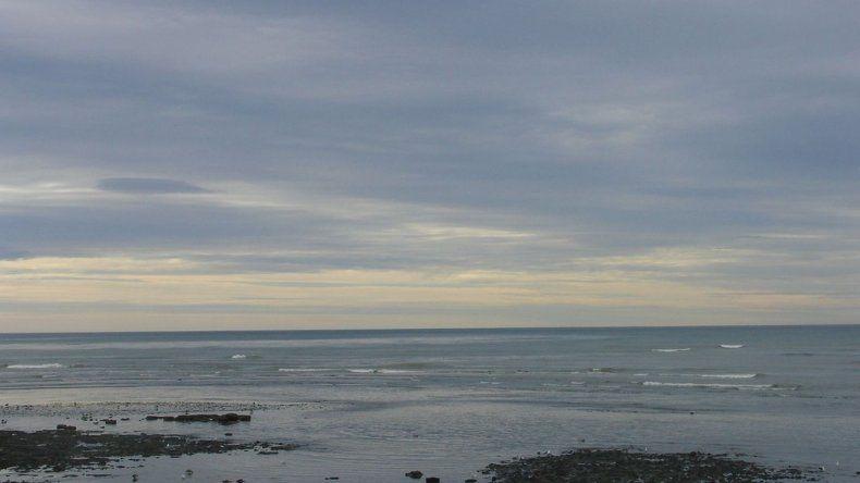 Martes con cielo algo nublado en Comodoro