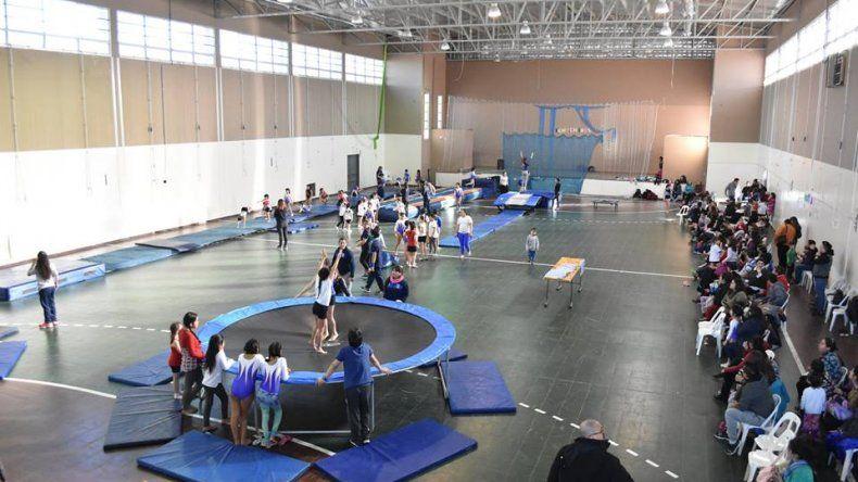 Gimnastas disfrutaron de un encuentro municipal de acrobática