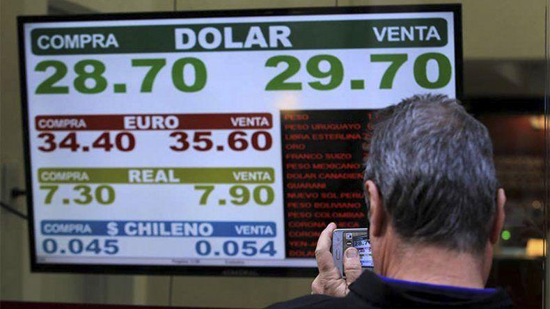 El dólar terminó cotizando ayer en 29