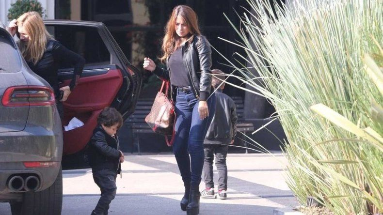 Antonella Roccuzzo llegó a Kazán y Messi ya está en familia