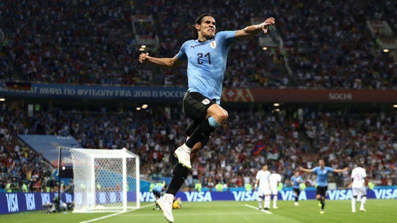 El delantero Edinson Cavani aportó dos goles para que Uruguay iguale una marca que no lograba desde 1930