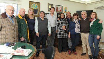 El intendente de Rada Tilly, Luis Juncos, recibió a los integrantes de la recién creada cooperadora del Hospital de la localidad.