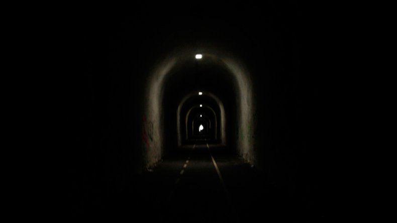 Rehenes en un camino donde hay poco brillo al final del túnel
