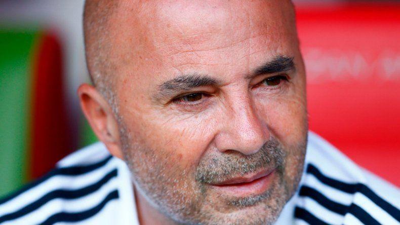 Sampaoli quiere continuar al frente de la Selección. La AFA pretende que renuncie.