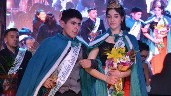 Los flamantes jóvenes soberanos de Cañadón Seco fueron elegidos en la Velada de Gala con la que finalizaron los actos alusivos al 74° aniversario de la localidad.