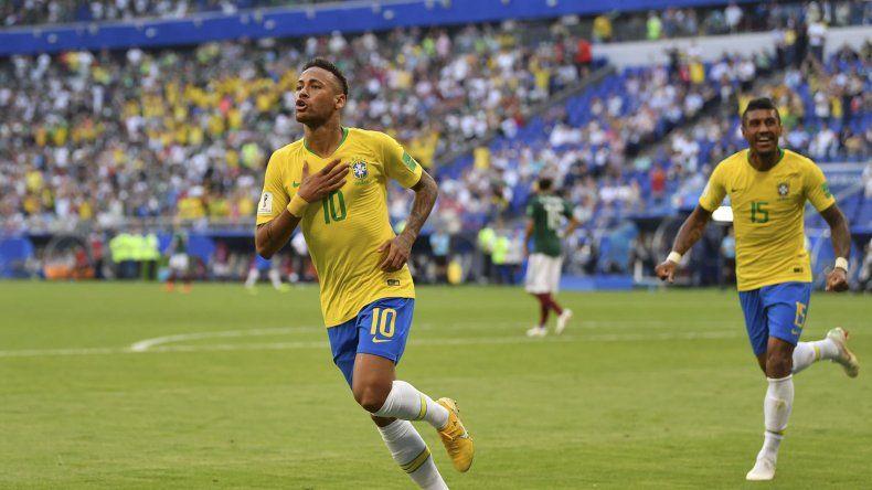 Neymar marcó el primer tanto de Brasil y fue elegido el jugador del partido. Ya suma 6 goles en los Mundiales.