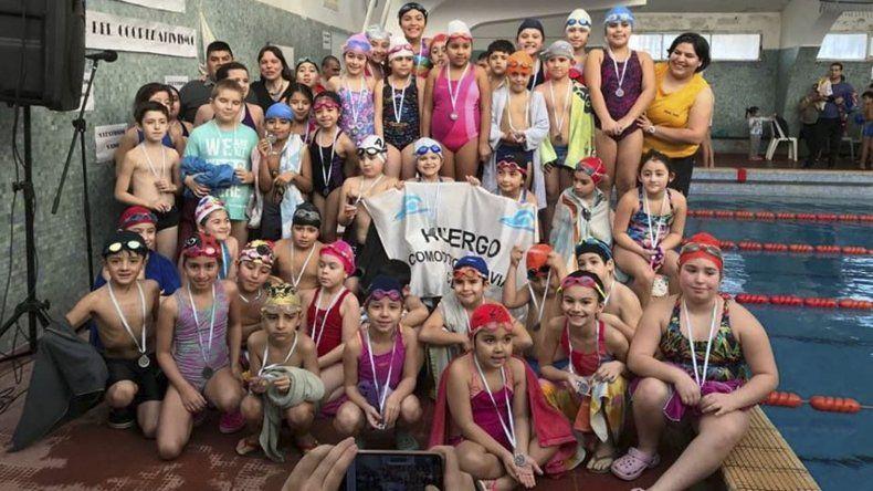 Nadadores de cuatro clubes participaron del encuentro de Natación que se realizó el fin de semana en Diadema.