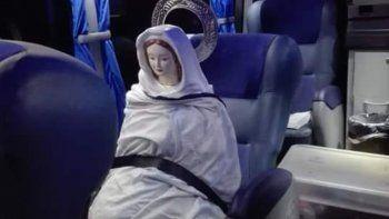 La foto de la Virgen del Cerro viajando en colectivo para evitar la Ley de Aborto Legal