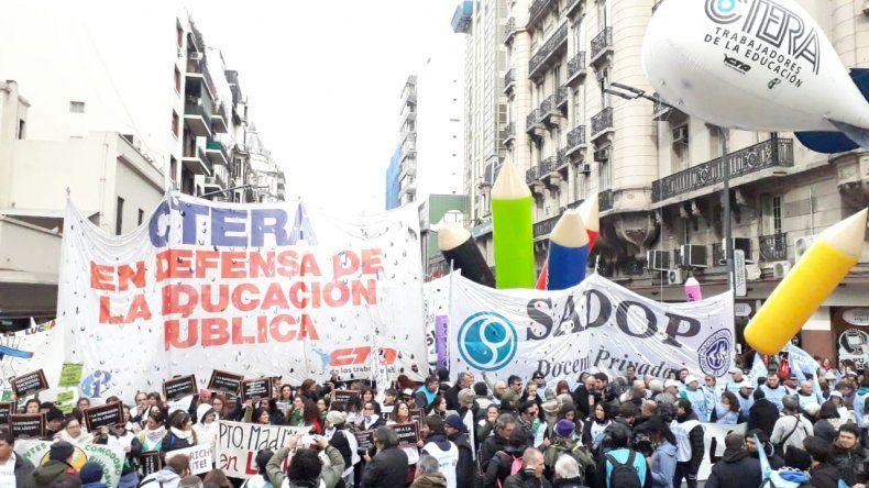 Docentes de Chubut viajaron a Buenos Aires a la marcha federal.