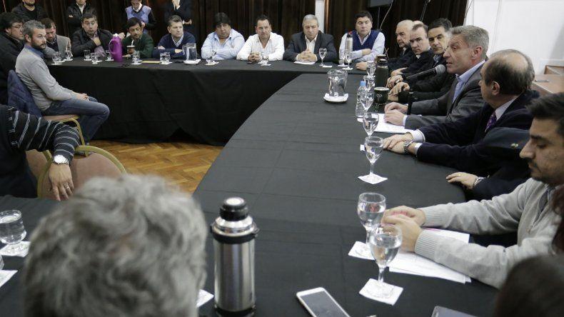 Intendentes de Chubut respaldan al gobernador en el conflicto con docentes