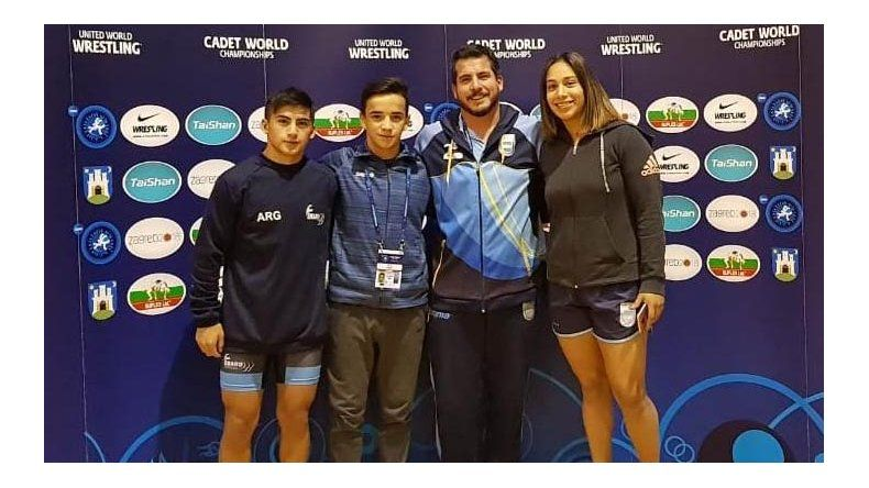 David Almendra junto a los integrantes del equipo argentino.