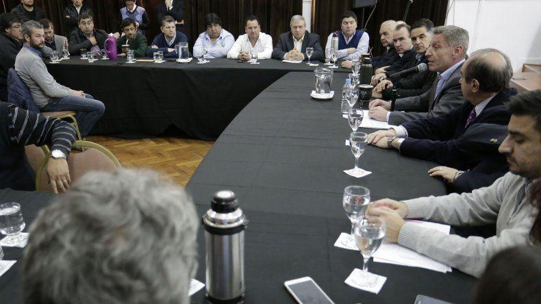 Un grupo de intendentes le expresó al gobernador su apoyo por la forma en que maneja el conflicto con los docentes.