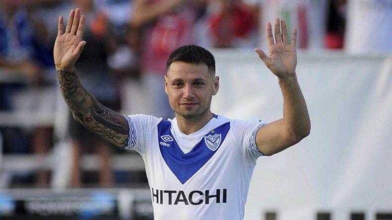 El delantero de Vélez se disculpó con la hinchada fortinera por su decisión.
