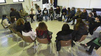 La reunión que se desarrolló ayer en la Escuela 83.