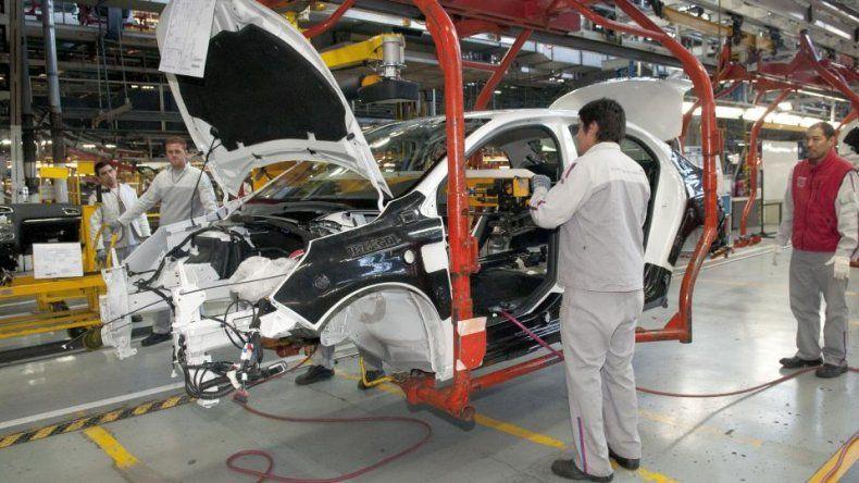 La producción automotriz se desplomó más del 13% en junio