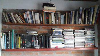 una mujer robo mas de 200 libros en una biblioteca